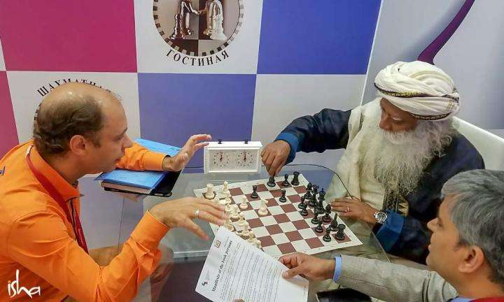 Sadhguru plays chess in Russia | Do Intelligent People Know How to Have Fun?