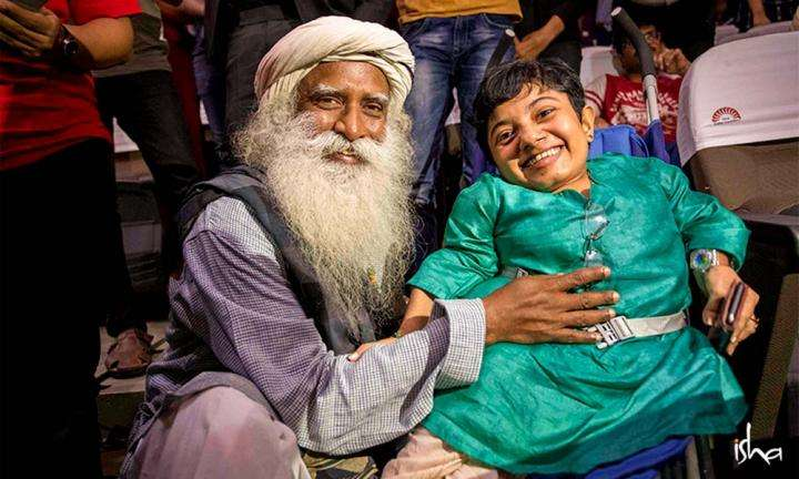 Sadhguru with Dhanya Ravi, participant in the IIM Bengaluru Youth and Truth event | No One Should Be Labelled As Disabled