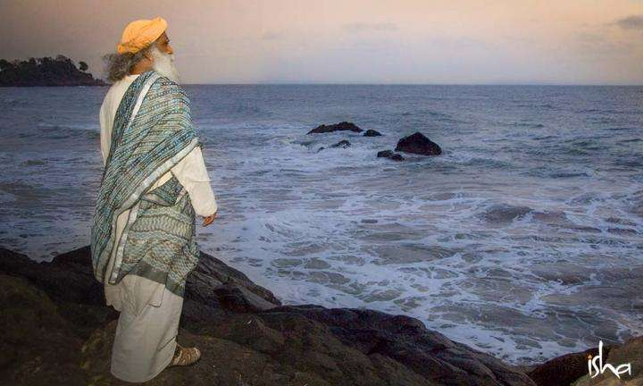 Sadhguru by the Sea | Consummation – A Poem