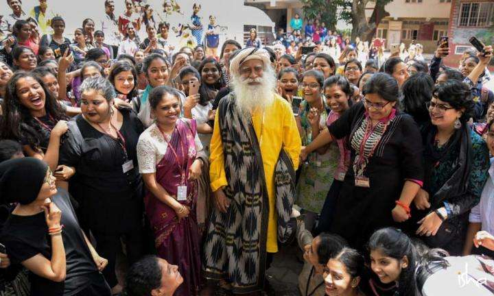 Sadhguru with students of the Mount Carmel College, Bengaluru | Roaring Youth and a Big Brain