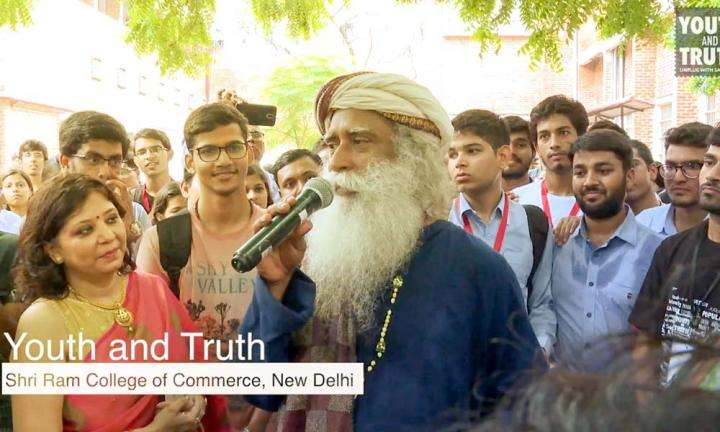 Sadhguru interacts with the media before the inaugural session of Youth AND Truth event at Shriram College of Commerce, New Delhi | Youth AND Truth with Sadhguru at SRCC, New Delhi